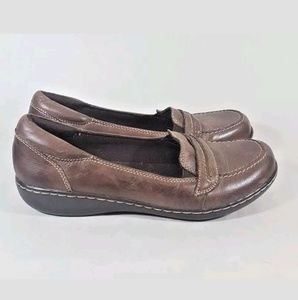 Clarks loafer 9 low wedge brown leather
